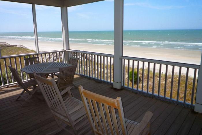 häuser-am-strand-attraktive-terrasse-mit-einem-einmaligen-blick
