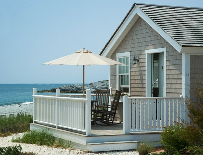 häuser-am-strand-einfaches-süßes-design-mit-einer-terrasse