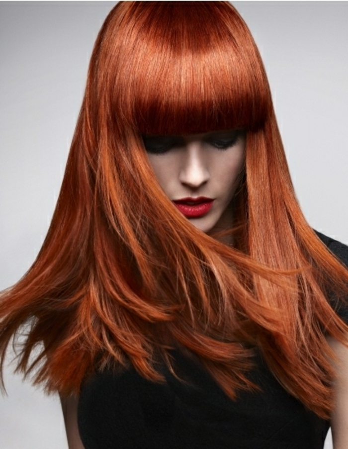 haarfarbe-rot-frisur-mit-einem-pony