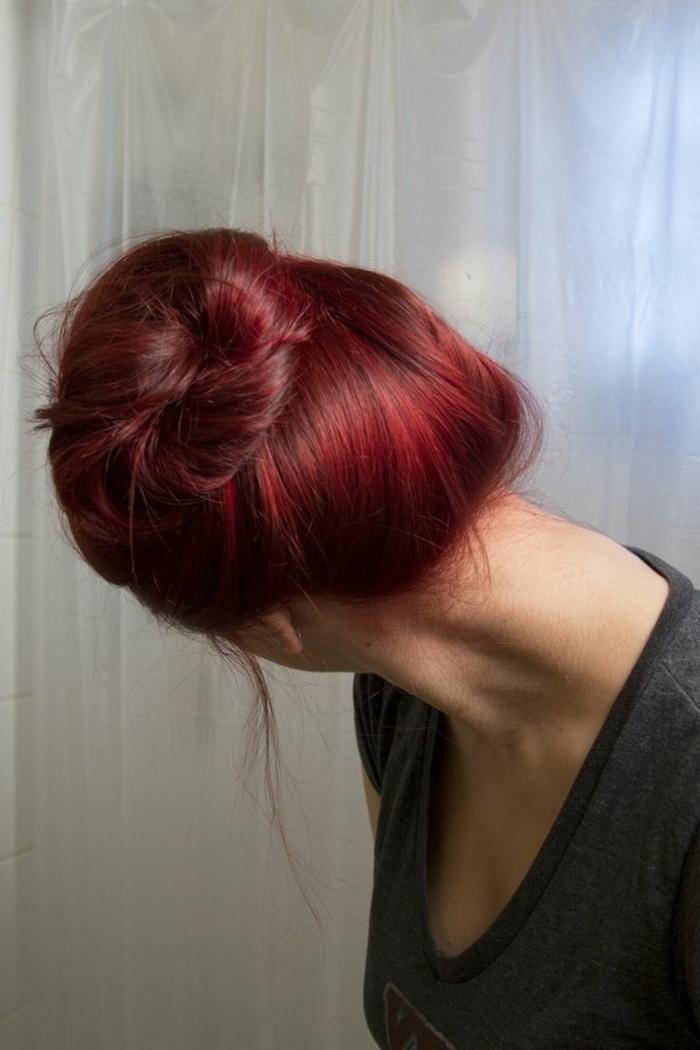 haarfarbe-rot-hochgesteckte-frisur