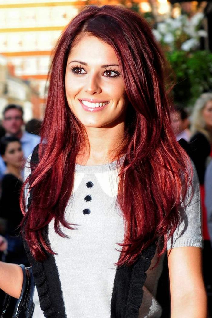 haarfarbe-rot-kleidung-in-schwarz-und-weiß