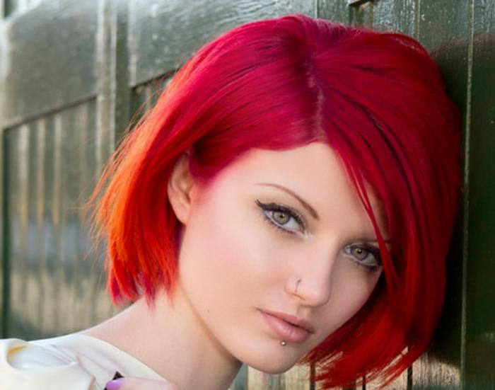 haarfarbe-rot-kurze-grelle-frisur