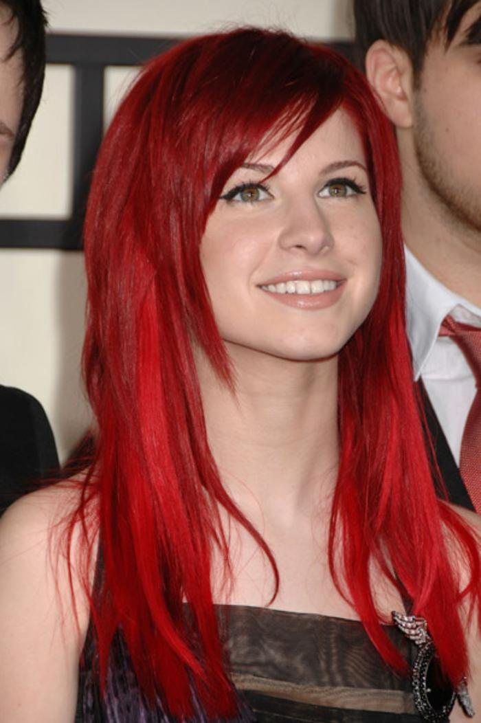 haarfarbe-rot-sehr-extravagant-wirken-grelle-nuance