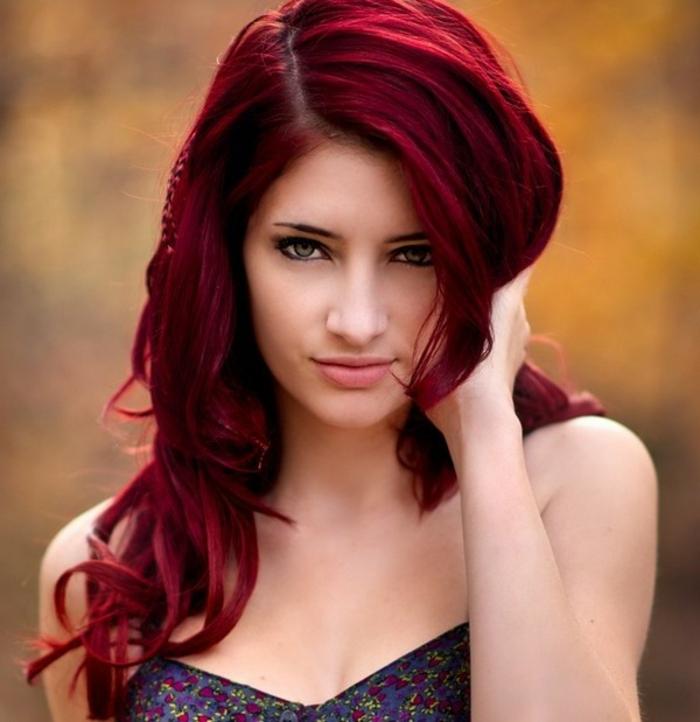 haarfarbe-rot-wunderschöne-nuance-in-violett