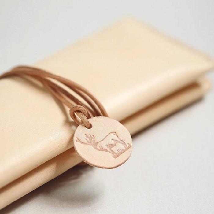 handgemachte-Geldtasche-Clutch-Frauen-Modell-Leder-feines-Design