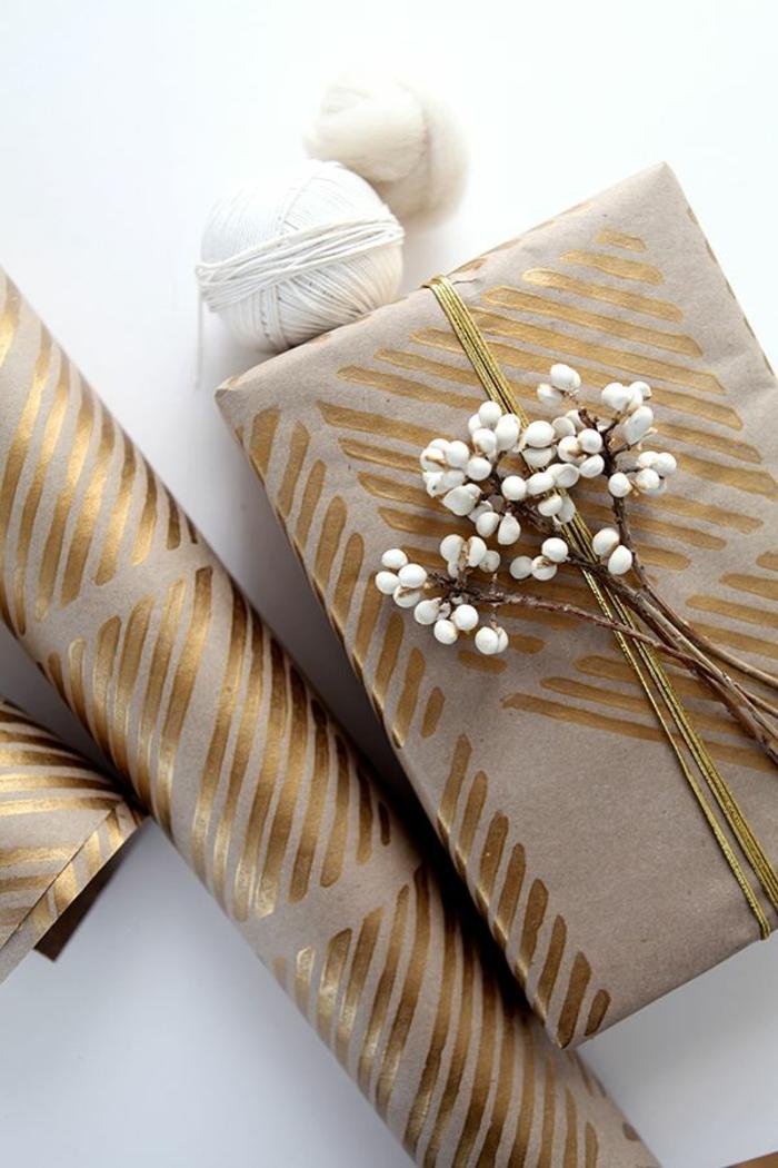 Geschenke-verpacken-handgemachte-Verpackung-goldene-Dekoration-Blumen
