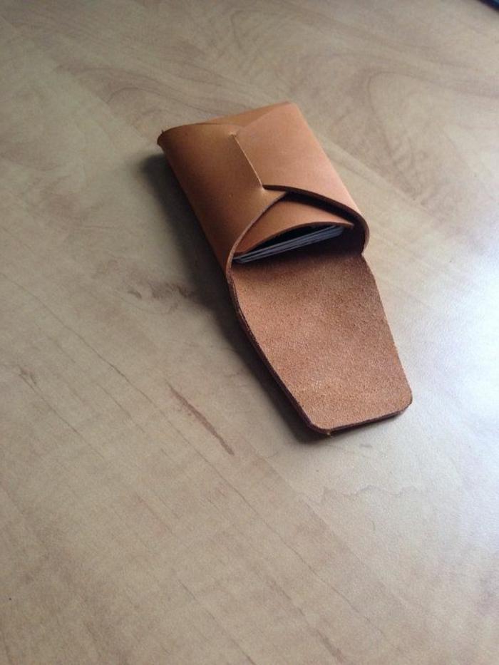 handgemachte-minimalistische-Herren-Geldbörse-braun-attraktives-cooles-Modell