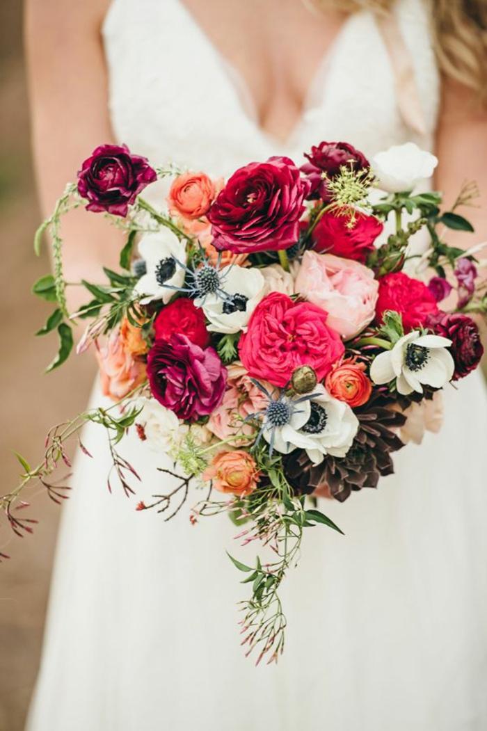 herrlicher-Brautstrauß-Blumen-in-grellen-Farben