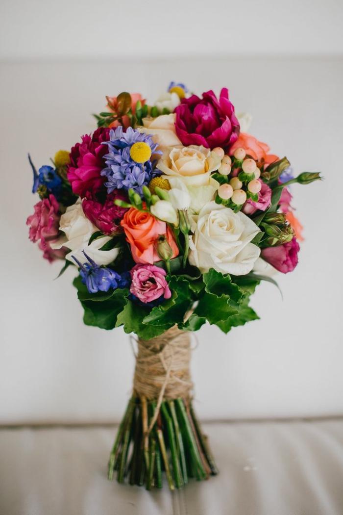 hochzeitsstrauß-herrliche-Blumen-grelle-frische-Farben-Sommerhochzeit