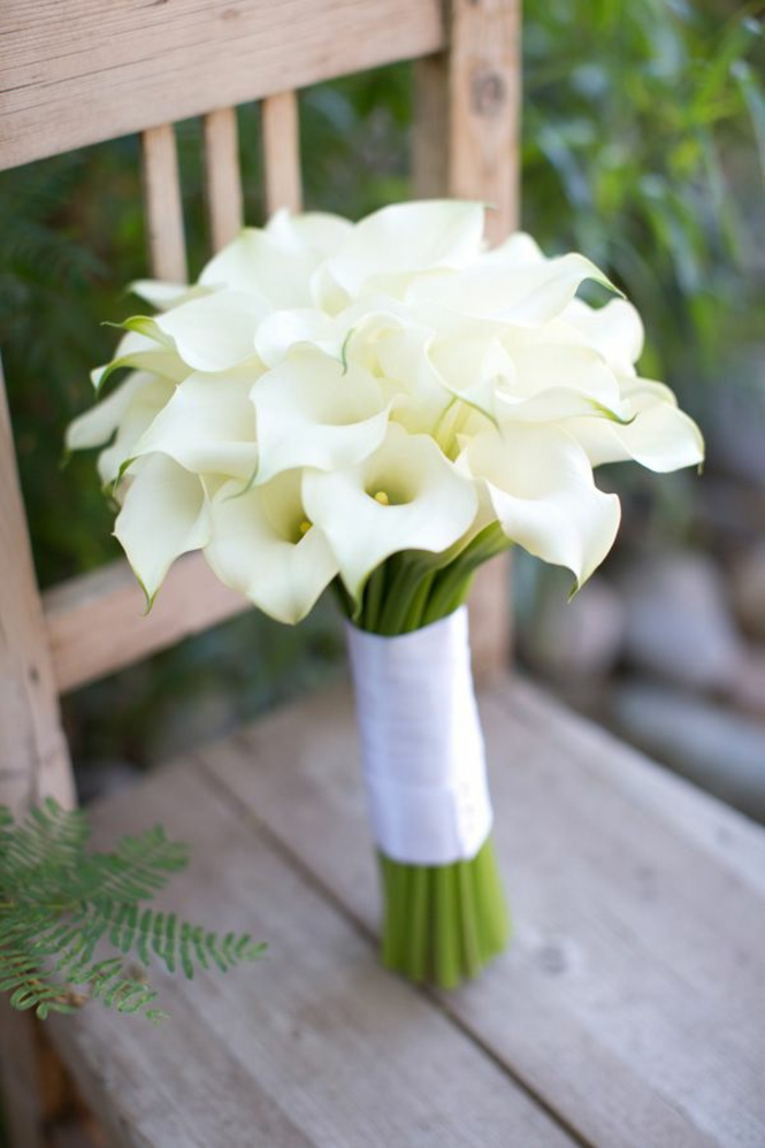 hochzeitsstrauß-weiße-Kallas-romantische-Idee