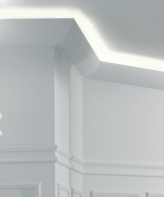indirekte-beleuchtung-decke-moderne-weiße-gestaltung