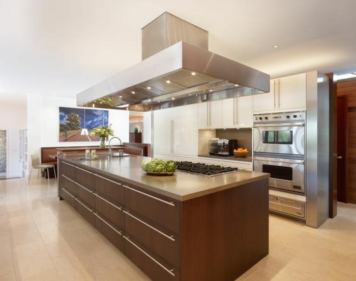 inneneinrichtung-ideen-moderne-schicke-küche-mit-kochinsel