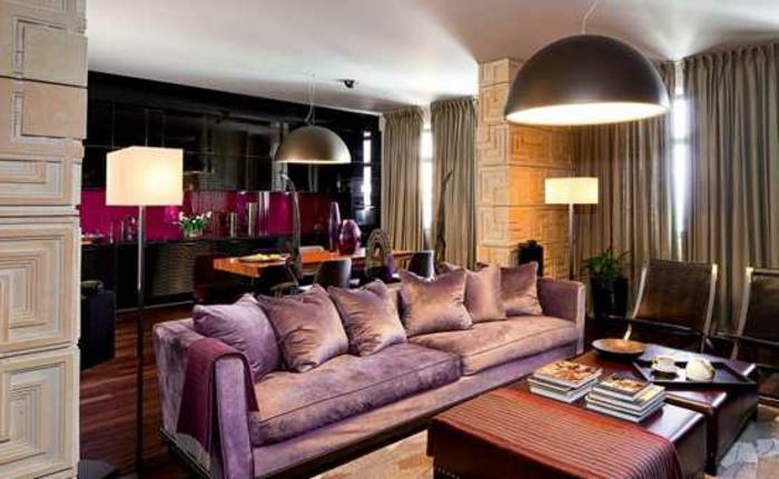 interessante-farbkombinationen-lavendel-sofa-modernes-wohnzimmer