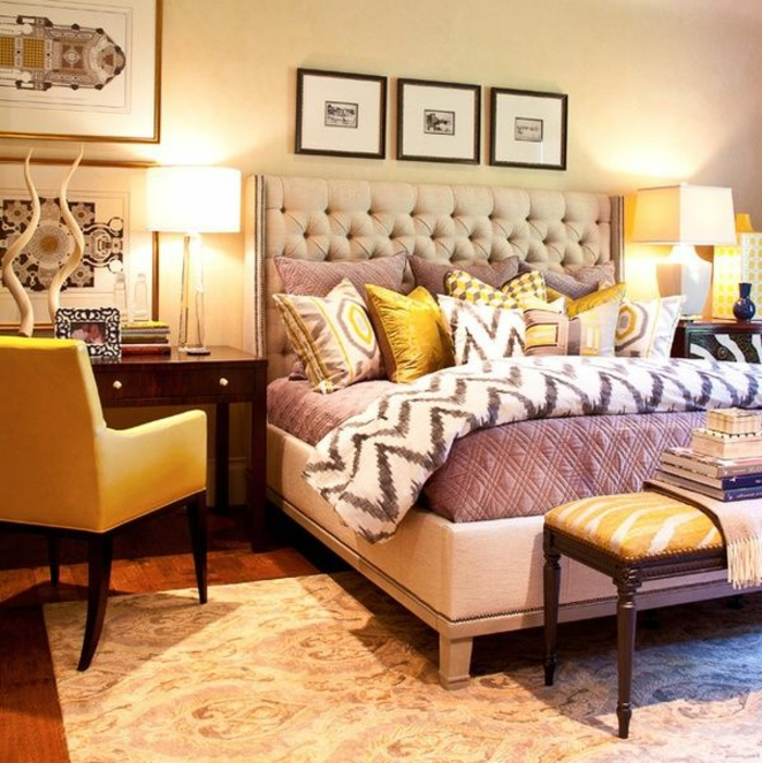 interessantes-Schlafzimmer-Interieur-rustikale-Dekoration-doppelbett-gepolstertes-Kopfbrett
