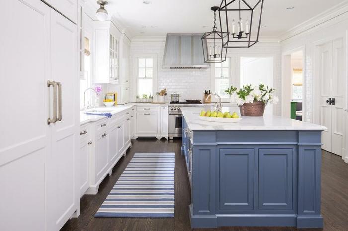 küche-färben-tipps-wandfarbe-weiß-kochinsel-taubenblau
