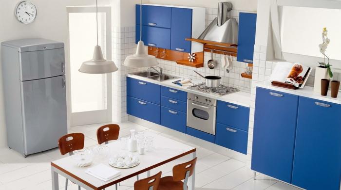 küche-farben-ideen-taubenblau-interessante-zimmefarbe