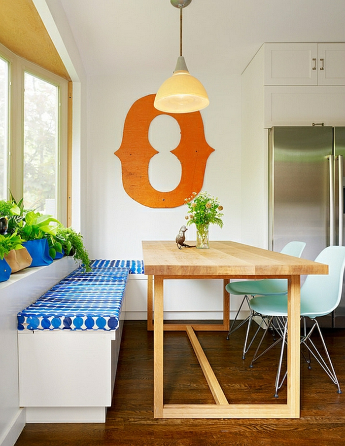 kücheneckbank-tisch-aus-holz-gemütliche-küche