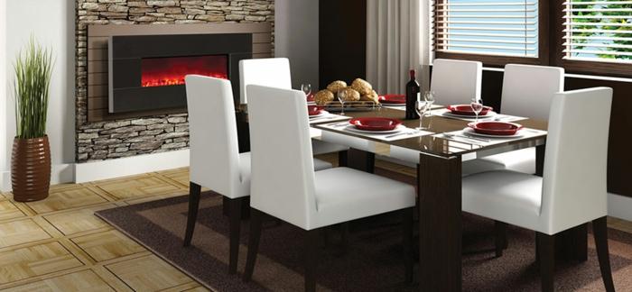 künstlicher-kamin-modernes-esszimmer-mit-weißen-stühlen
