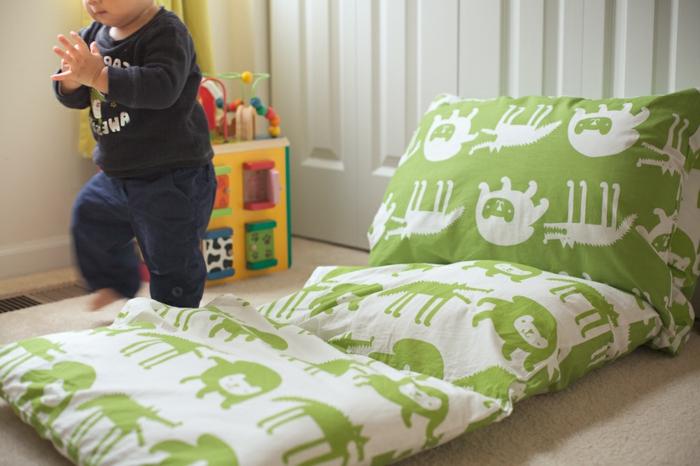 kissen-selbst-gestalten-grüne-bettwäsche