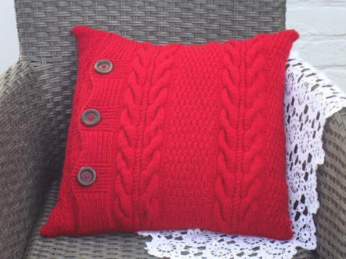 kissen-stricken-rotes-modell-herrliches-aussehen