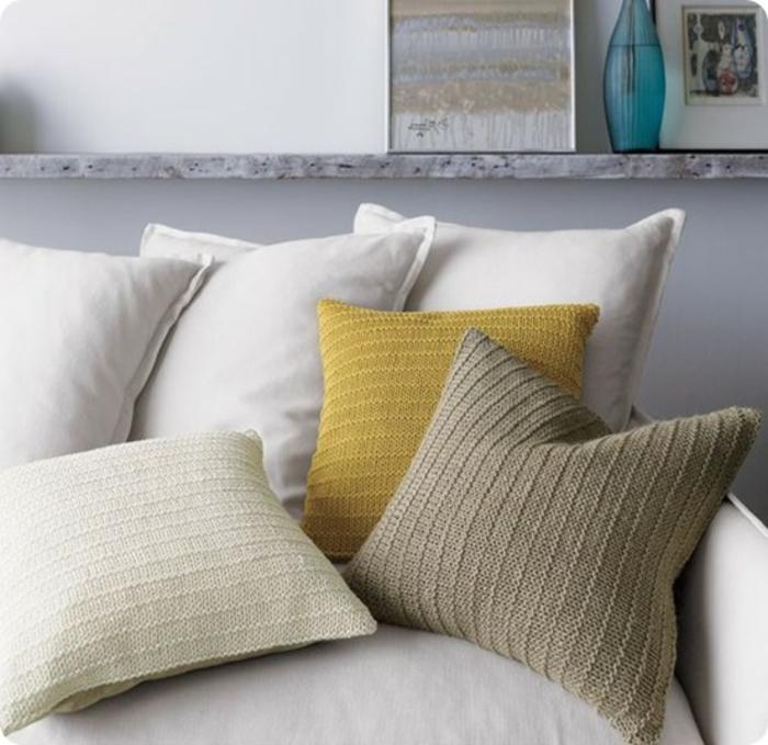 kissen-stricken-super-tolle-gestaltung-viele-modelle-auf-dem-sofa