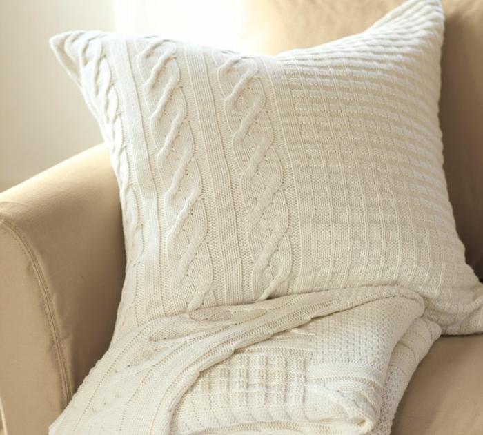 kissen-stricken-weißes-quadratisches-design