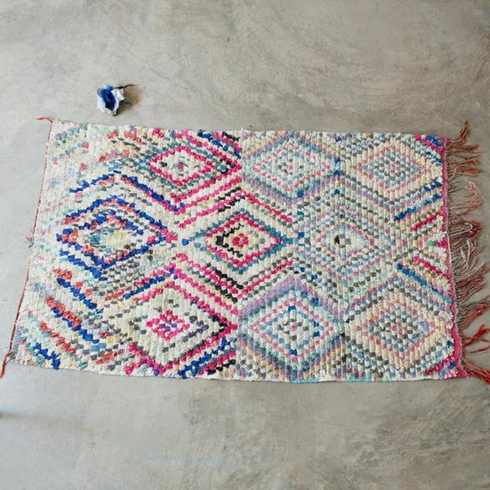 kleiner-vintage-Teppich-süße-Farben