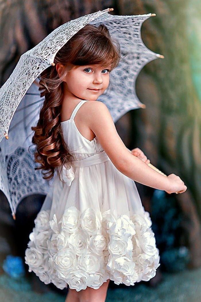 kleines-Mädchen-kokettes-Kleid-Dekoration-romantisches-Modell-Kinderschirm