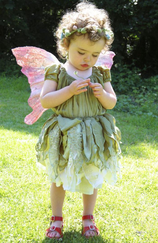 kleines-Mädchen-waldfee-kostüm-rosa-Flügel