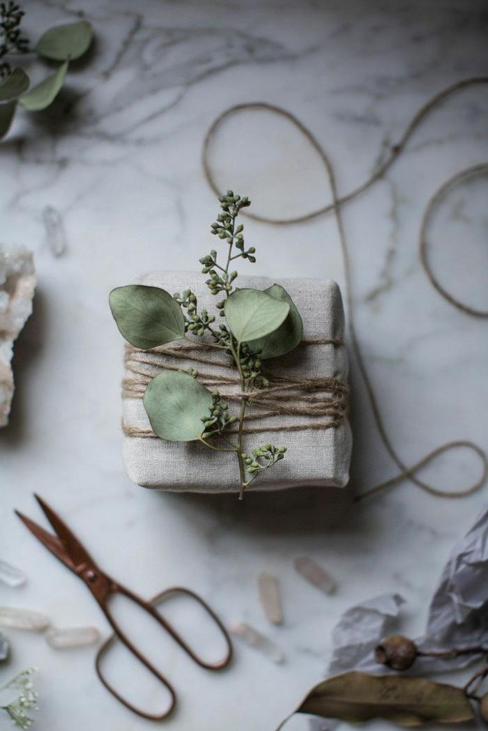 kokette-Geschenke-verpacken-romantische-Dekoration