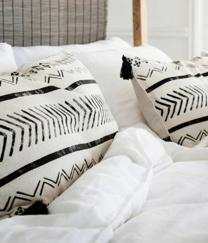 kreative-Kissenhüllen-Ideen-Boho-Stil-schwarz-weißes-Muster