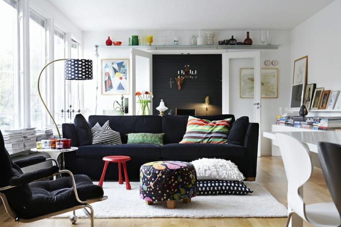 kreatives-Wohnzimmer-Interieur-Leselampe-schönes-schwarz-weißes-Muster