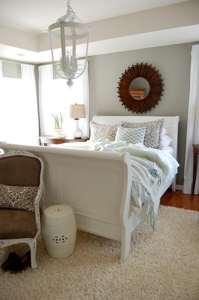 kronleuchter-in-weiß-elegantes-bett-modell-wunderschöne-gestaltung-von-schlafzimmer