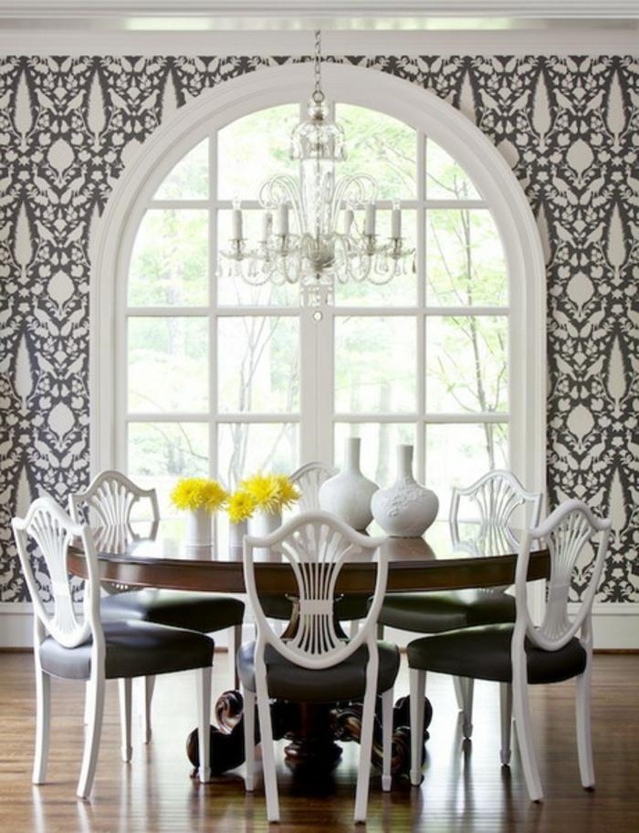 kronleuchter-in-weiß-gemütliches-zuhause-tolles-aussehen