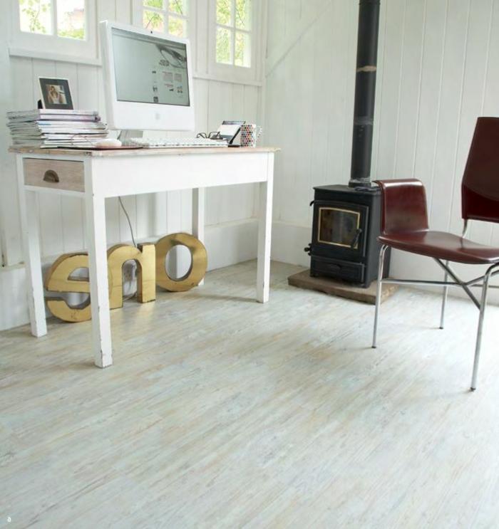 laminat-in-weiß-ein-stuhl-auf-dem-boden