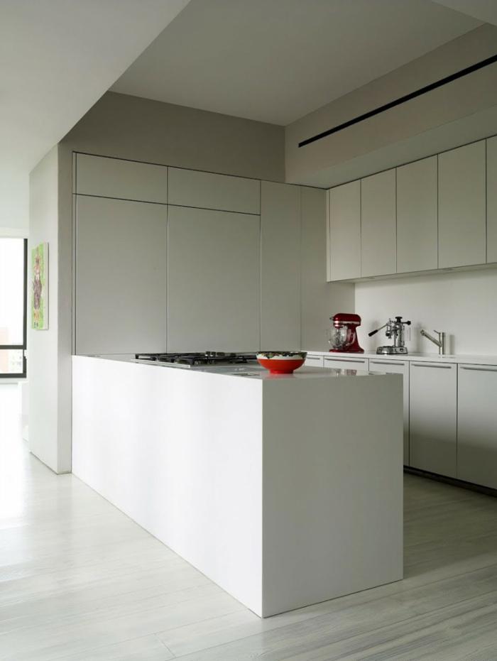 laminat-in-weiß-minimalistische-ausstattung