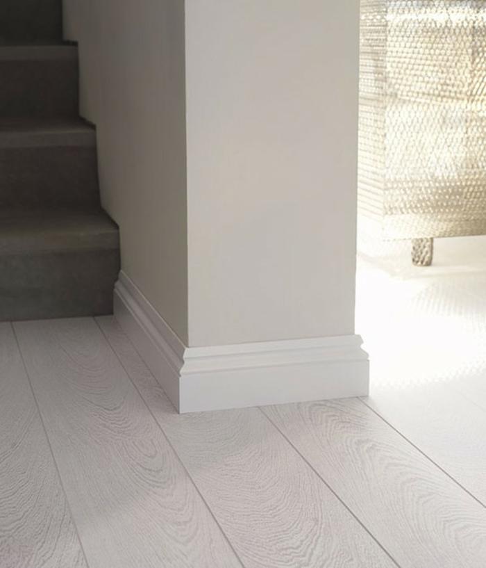 laminat-in-weiß-sehr-kreative-ausstattung-von-treppen