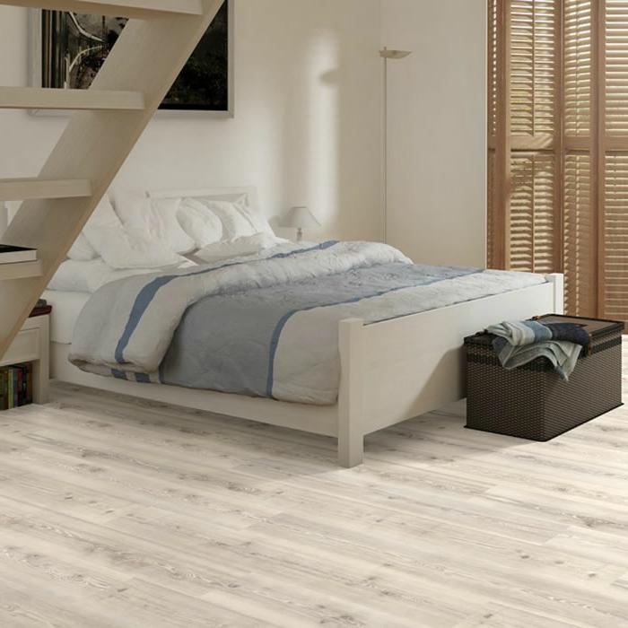 laminat-in-weiß-sehr-schöne-gestaltung-weißes-bett