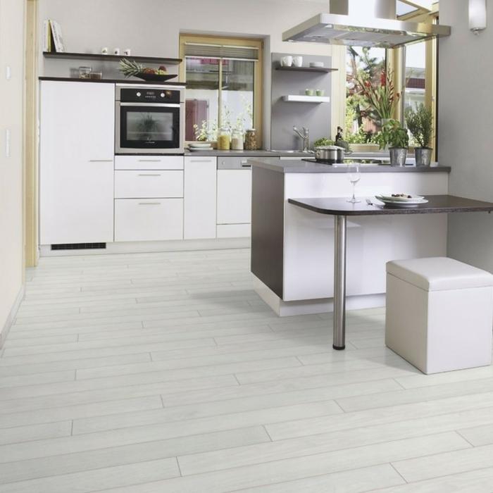 laminat-in-weiß-unikale-große-küche