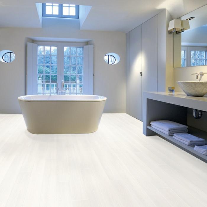 laminat-in-weiß-unikales-badezimmer-gestalten