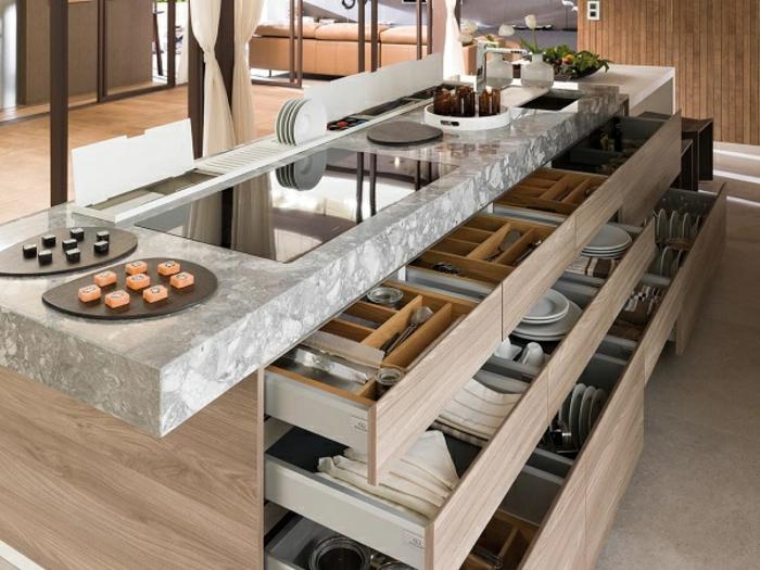 landhaus-stil-bei-der-küche-viele-große-schubladen