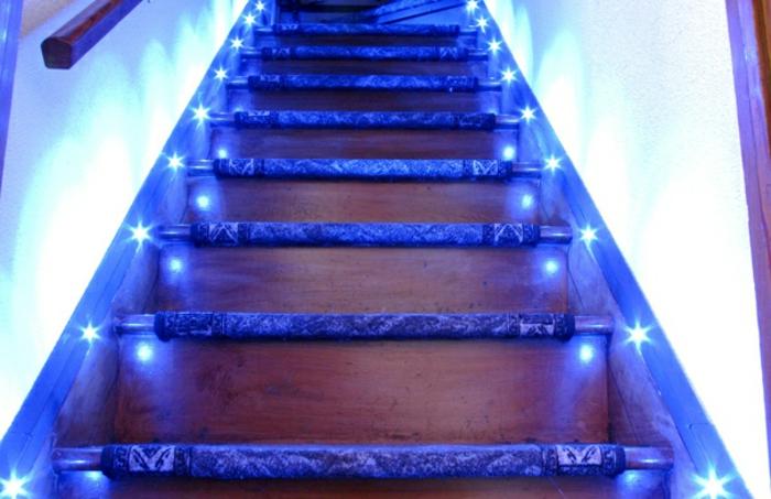 led-treppenbeleuchtung-blaues-licht-erscheint-super