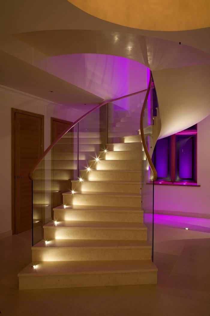 led-treppenbeleuchtung-gelbe-treppen-rosiges-licht