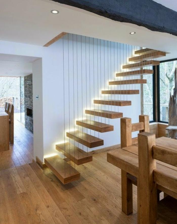 led-treppenbeleuchtung-gemütliches-haus-mit-hölzernen-treppen