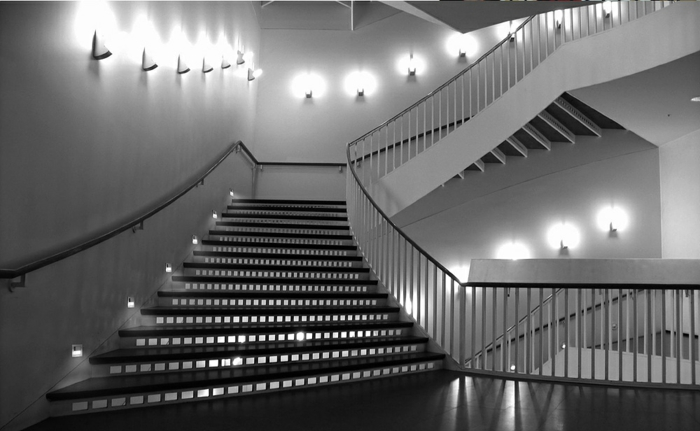 led-treppenbeleuchtung-graues-interieur-super-gestaltung