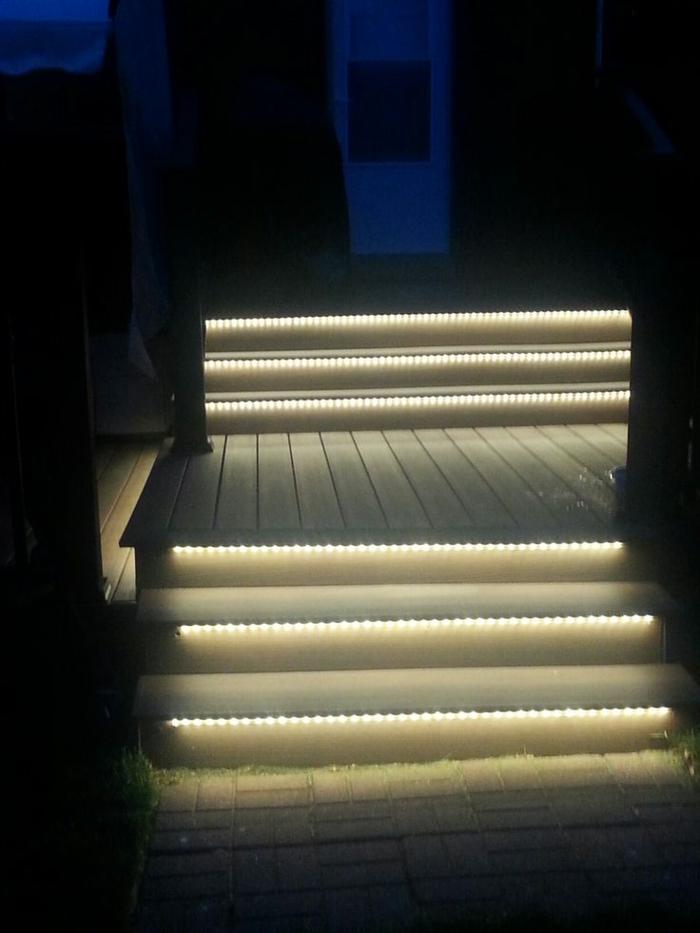 led-treppenbeleuchtung-kontrastierende-farben