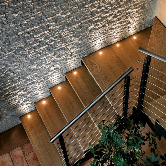 led-treppenbeleuchtung-lxuuriöse-gestaltung-foto-von-oben-genommen