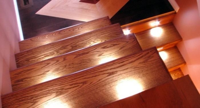 led-treppenbeleuchtung-originelles-modell-foto-von-oben-gemacht