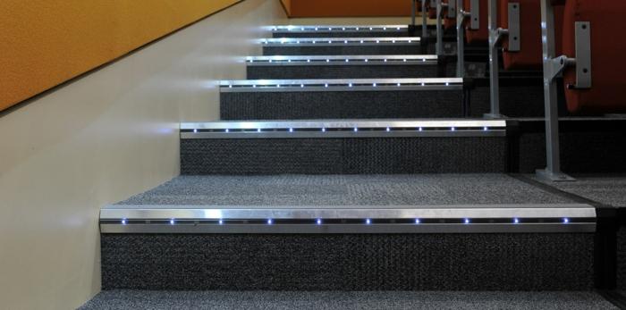 led-treppenbeleuchtung-shwarze-farbe
