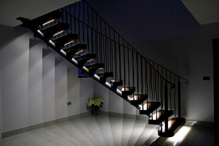 led-treppenbeleuchtung-unikales-schwarzes-interieur